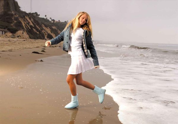 ugg-boots-waves-beach