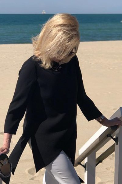 A Guide To Overcoming your Insecurities, tips featured by top US life and style blog, A Few Goody Gumdrops: image of Betsy at the beach